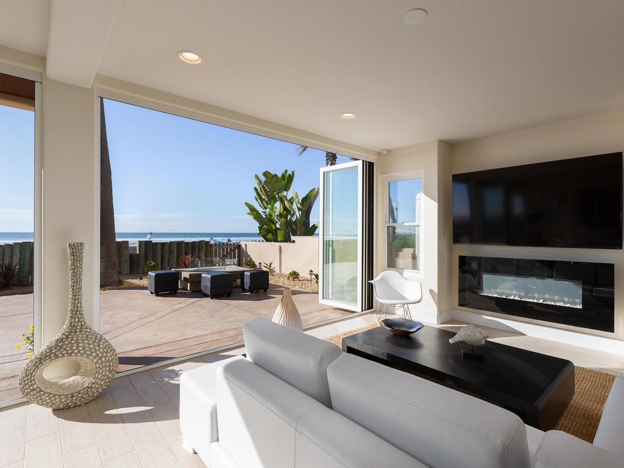 Playa Patio Living Room, Oceanfront Luxury Vacation Rental In San Diego